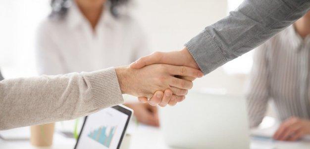 Sabia que a revenda para empresas pode ser uma excelente maneira de ganhar dinheiro extra?